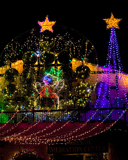 mozarts holiday lights.jpg