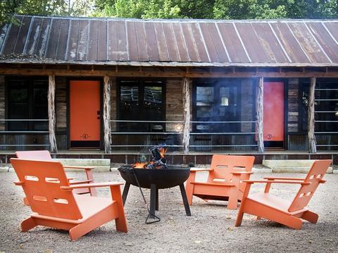 Camp-Comfort-bed-breakfast-exterior_120938.jpg
