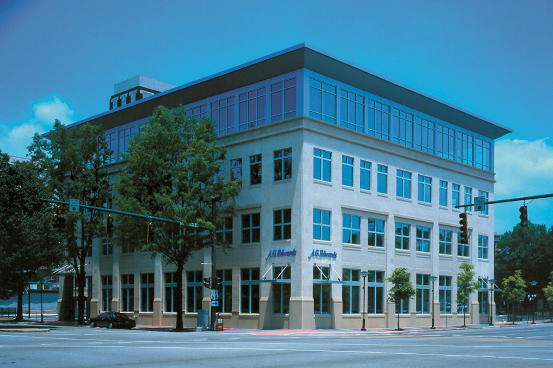 At Artech Design Group, we have over 30 years of experience in office architecture and interior design.