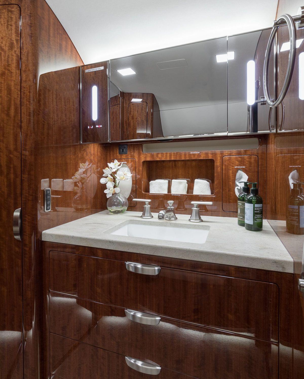 N202KR Aft Lav Sink.jpg