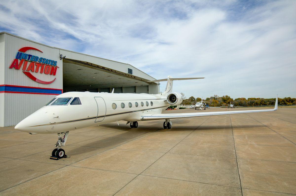 Hanger 35 and Gulfstream 550