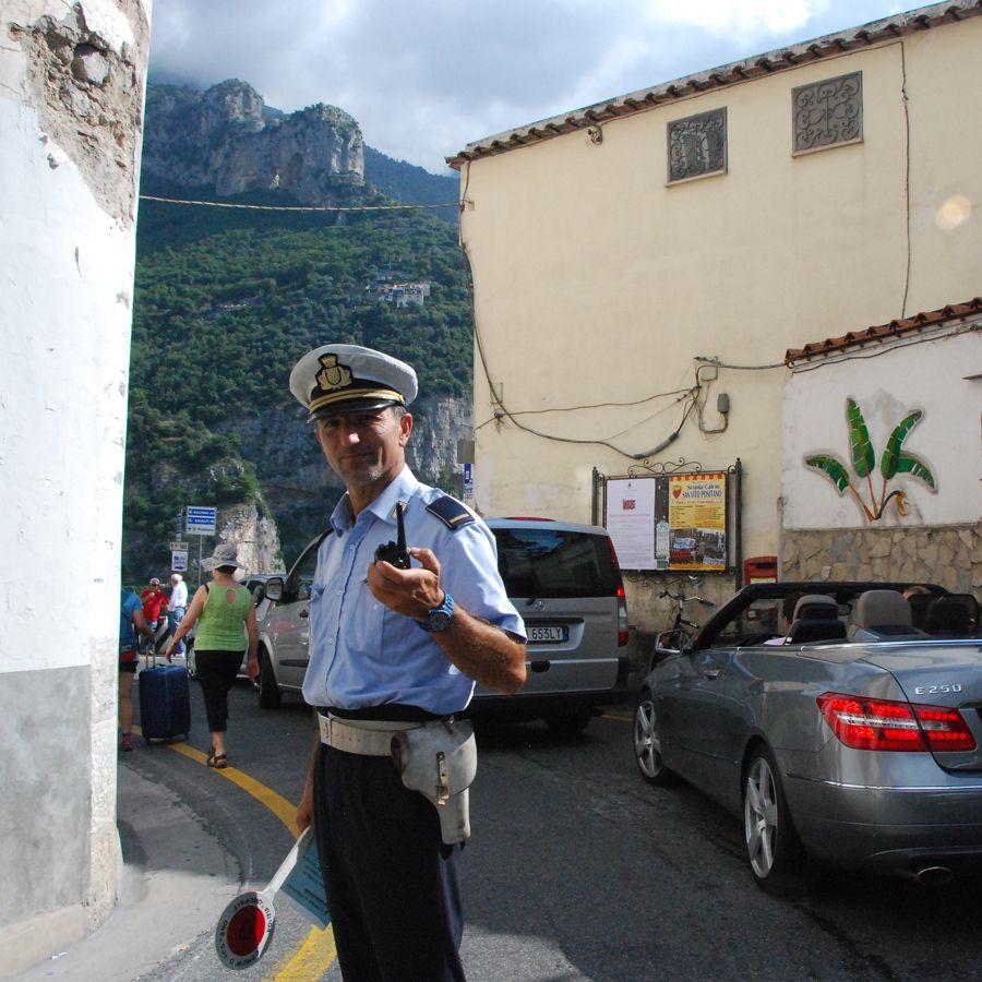 Polizia a Positano.jpg