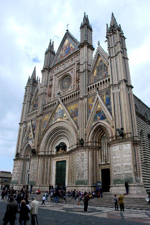 Umbria, Orvieto duomo facade.jpg
