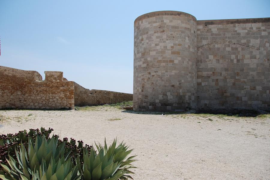 Sicily, Ortigia cactus castle.jpg
