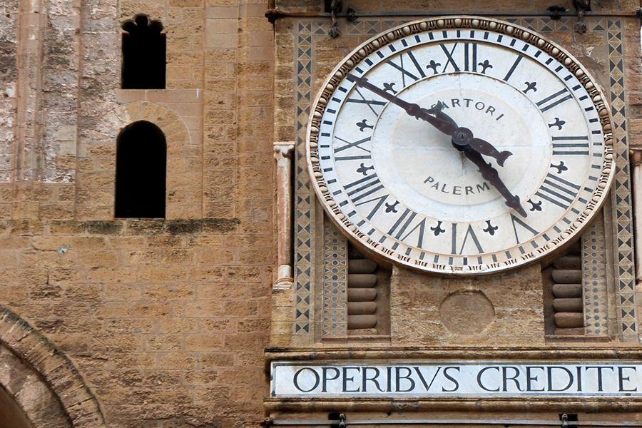 Sicily, Palermo cathedral clock.jpg