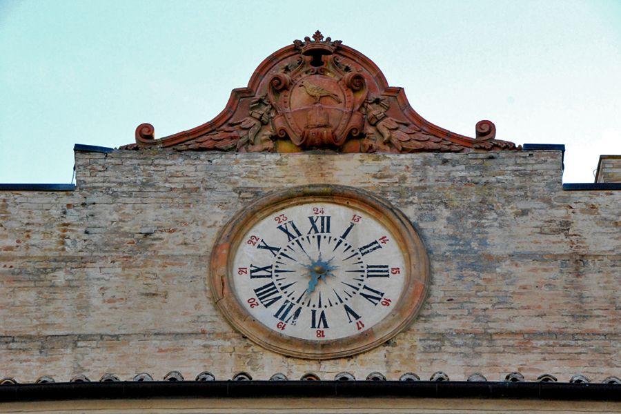 Umbria, Montefalco clock.jpg