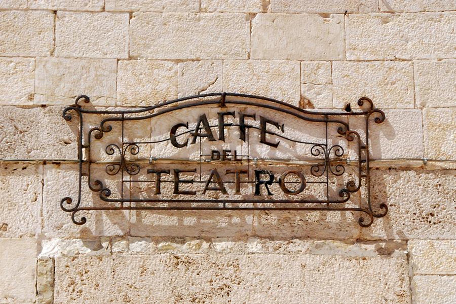 Umbria, cafe del teatro.jpg