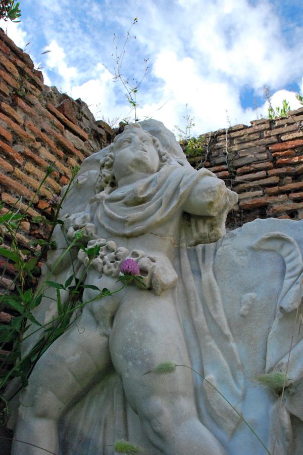 Roma, Ostia Antica outdoor sculpture.jpg
