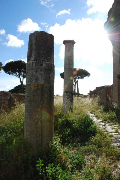 Roma, Ostia Antica columns.jpg