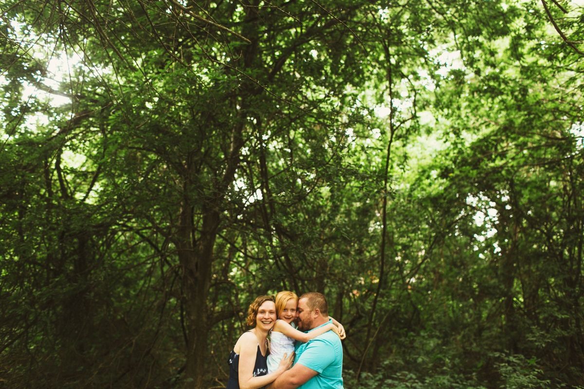 lindsey-brody-and-lilys-family-session-at-mills-pond-park-in-austin-tx-0005.jpg