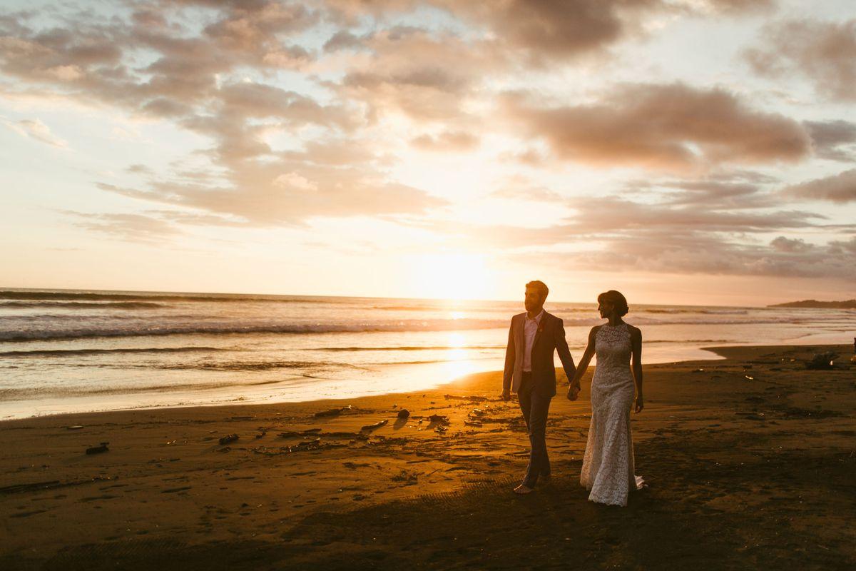 taylor-dylans-beach-wedding-in-esterillos-este-costa-rica - main.jpg