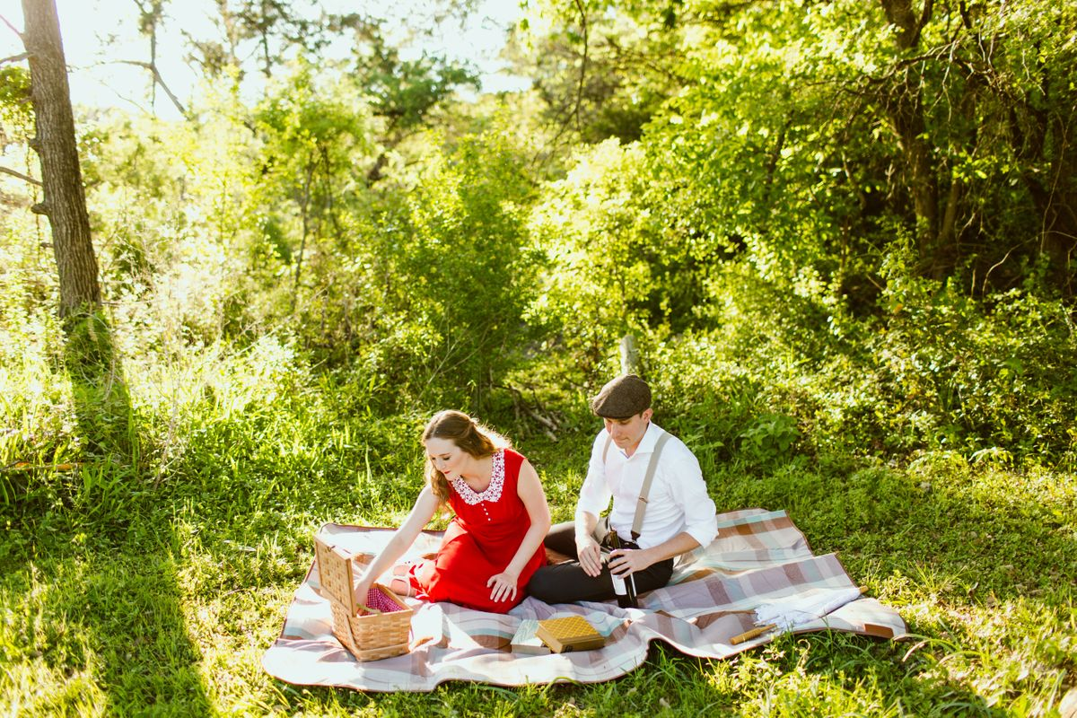 leah-and-darrens-engagement-session-at-bull-creek-park-in-austin-texas-0001.jpg