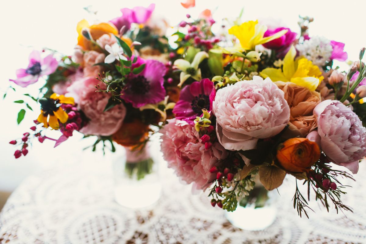 rosehip floral wedding bouquet