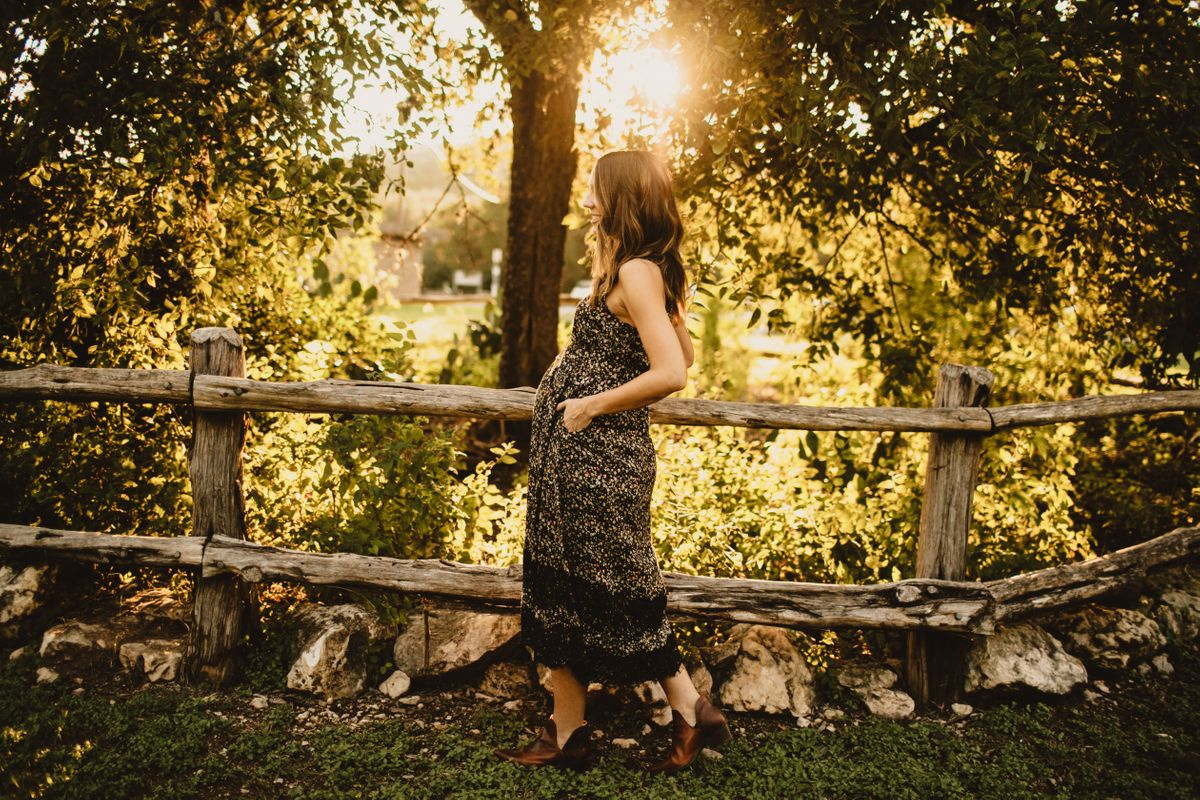 laurens-maternity-pictures-at-bull-creek-park-in-austin-tx-0005.jpg