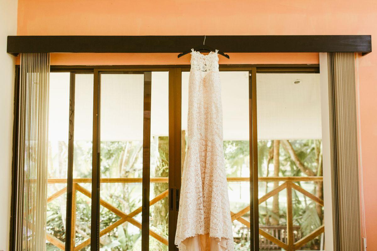 taylor-dylans-beach-wedding-in-esterillos-este-costa-rica-0004.jpg