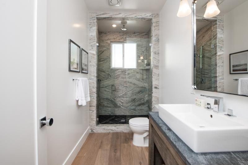 12-large_bathroom-edit.jpg