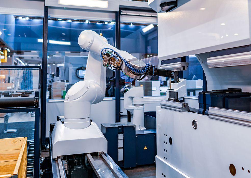 robotic-arm-modern-industrial-technology-automated-T6E5BFR.jpg