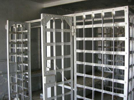 1024px-Jail_Cell.jpg
