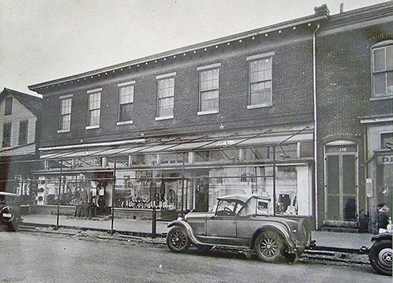 Lyons1940s.jpg