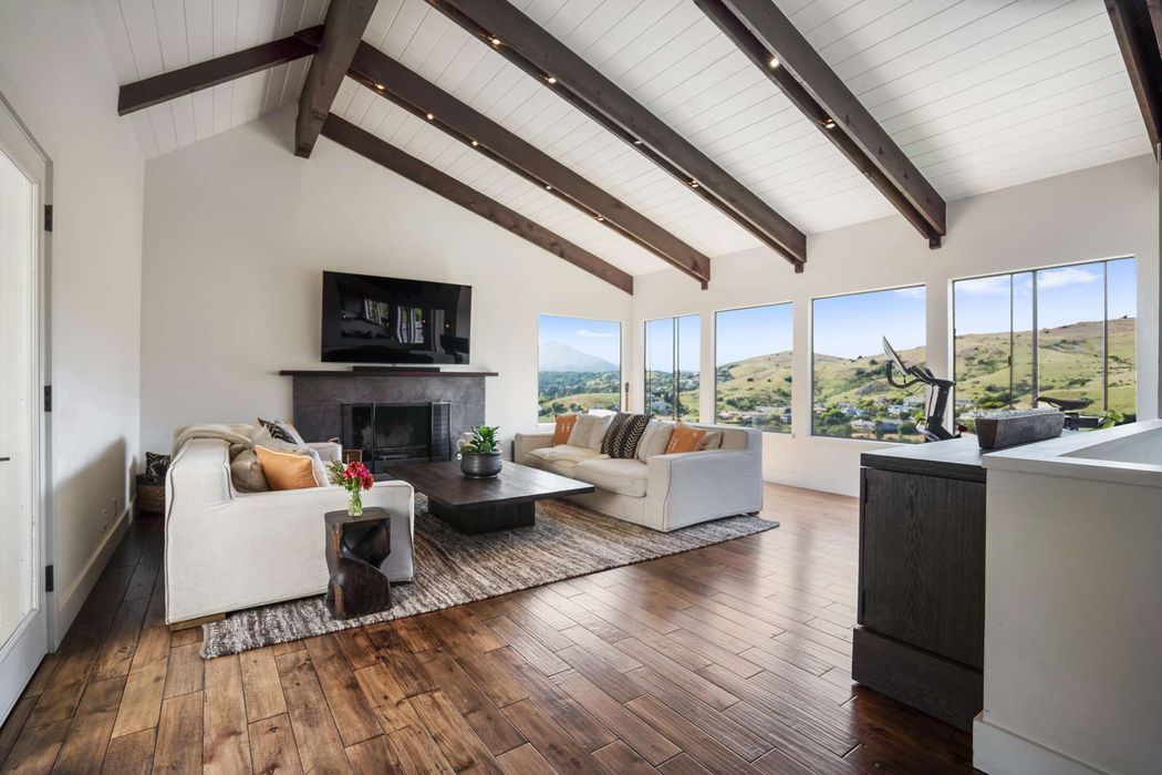 199 Stewart Ave., Tiburon – SOLD – Offered at: $2,700,000