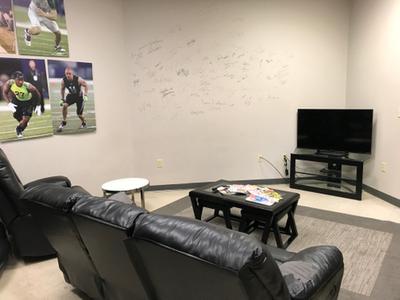 Elite Players Lounge.JPG