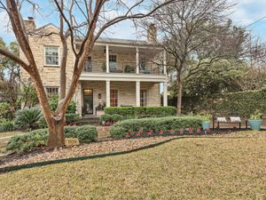 1109 Claire Ave Austin TX-001-023-front7-MLS_Size.jpg