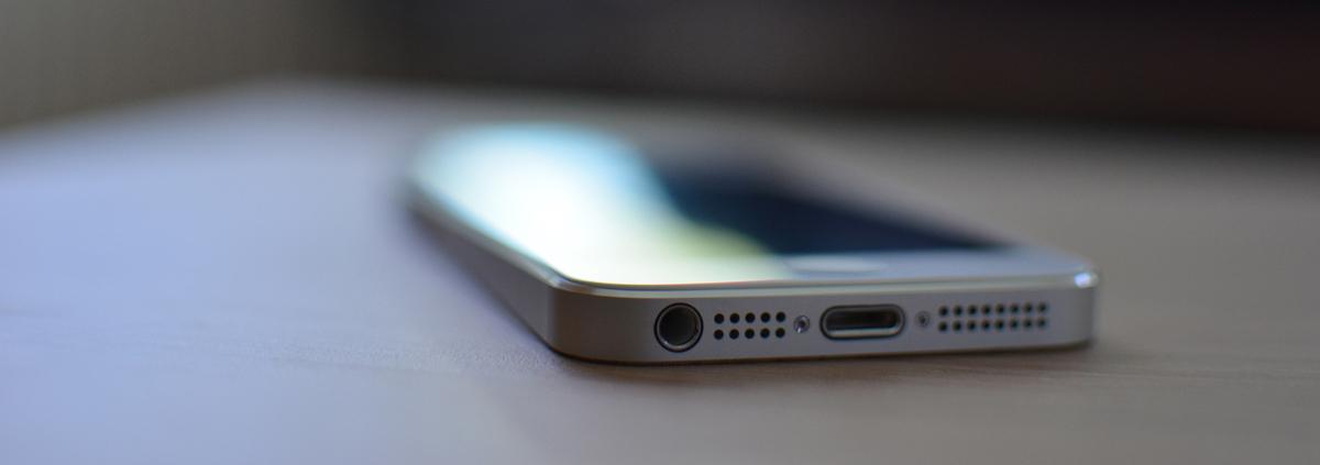 iphone(bleed).jpg