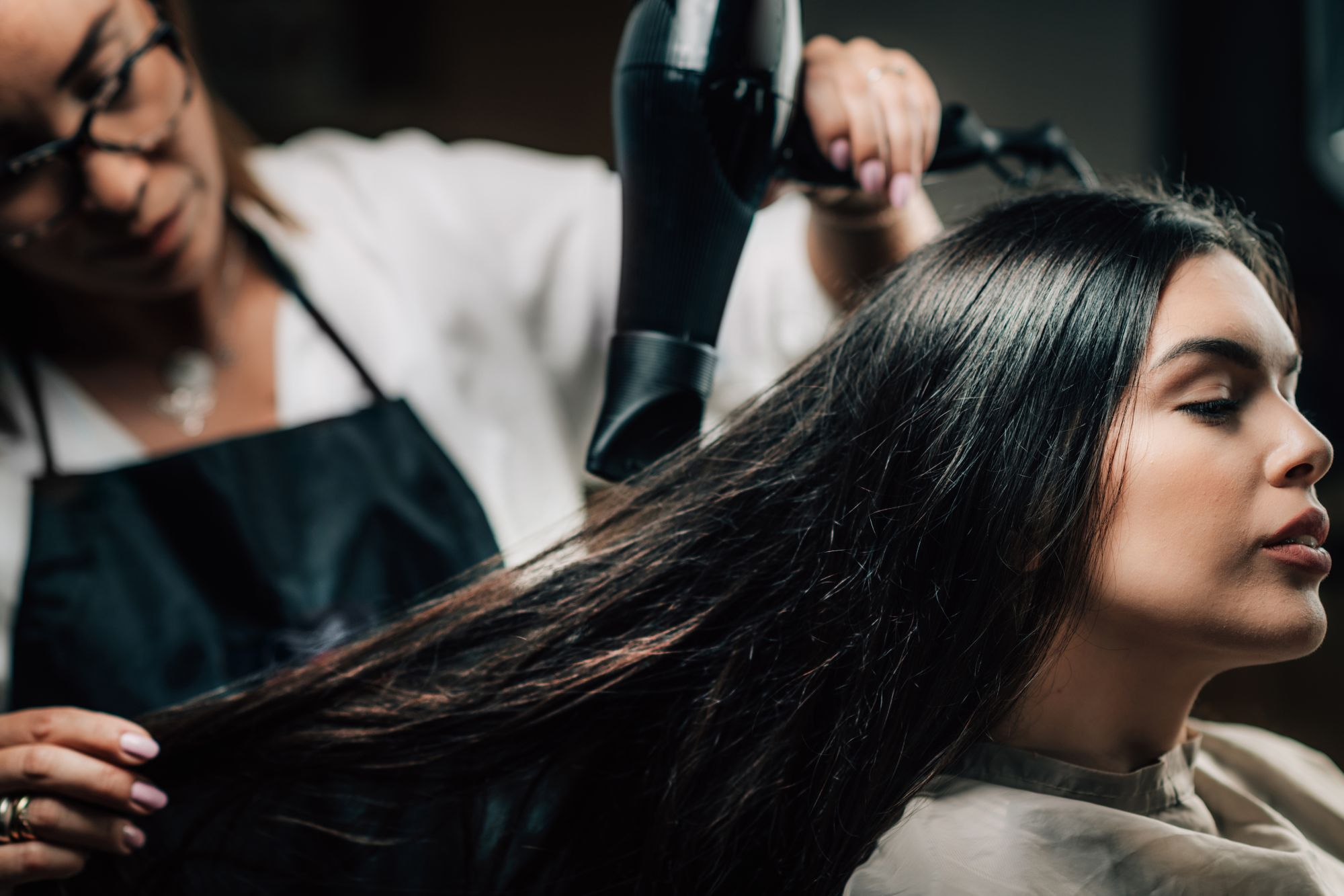 hair-salon-hairdresser-drying-hair-FJ6XAZ9.jpg