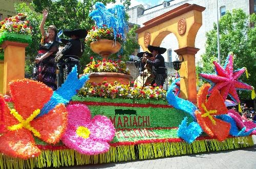 fiesta battle of the flowers float.jpg