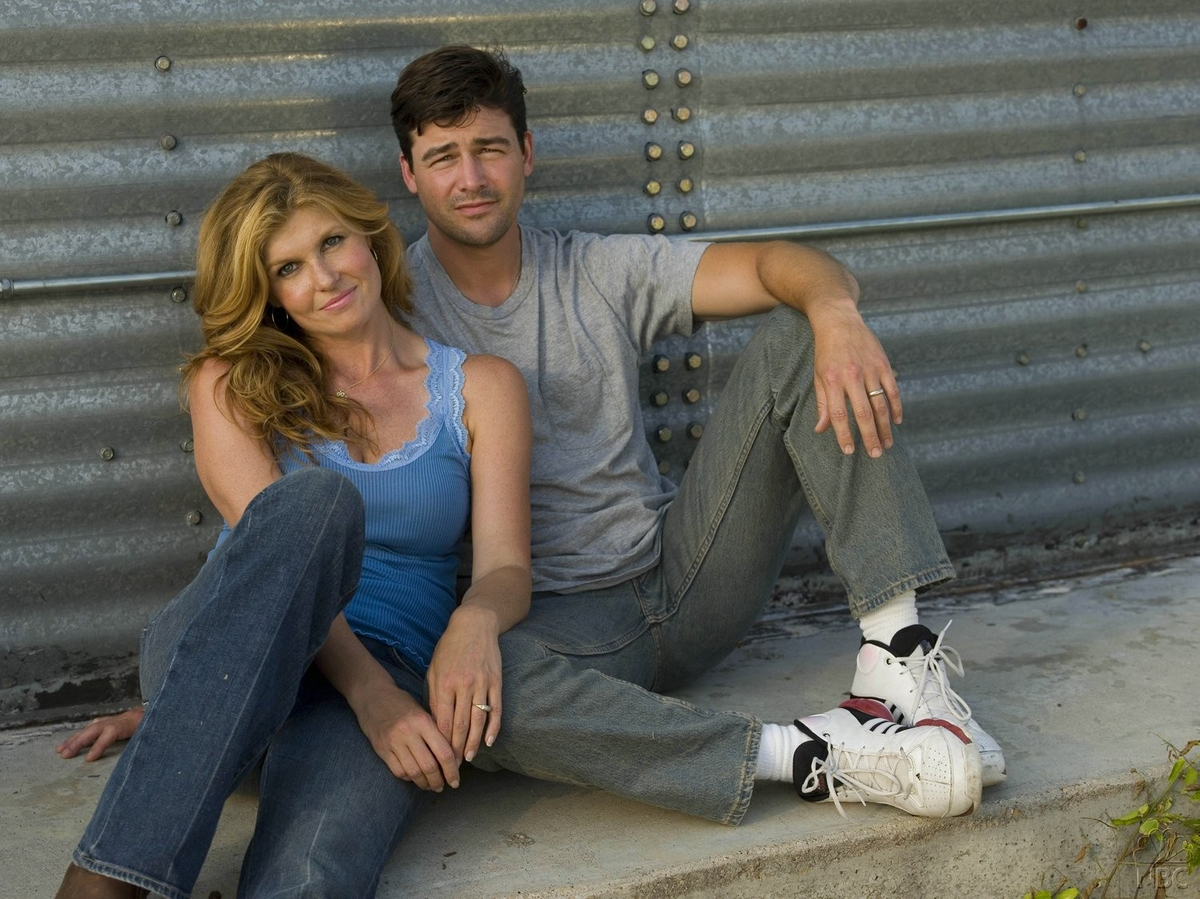 kyle chandler connie britton fnl.jpg