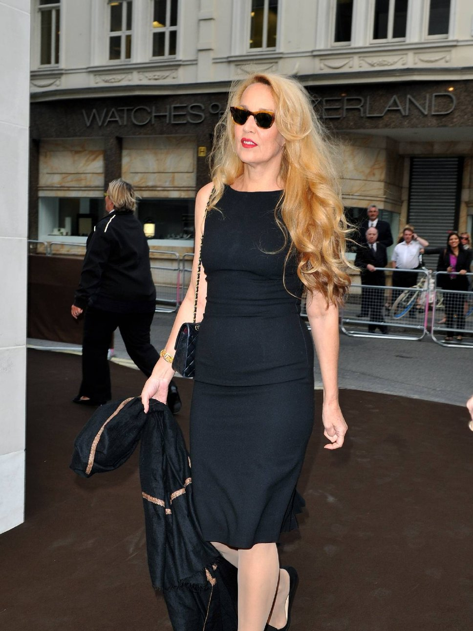 jerry_hall_black dress paparazzi.jpg