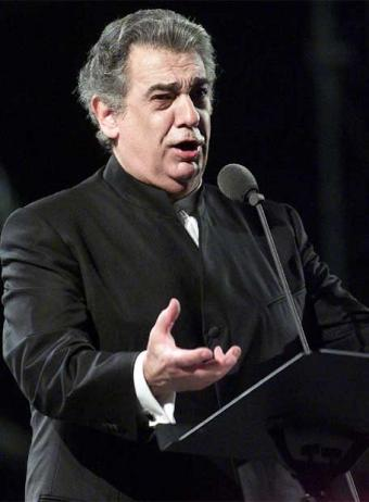 placido domingo singing.jpg