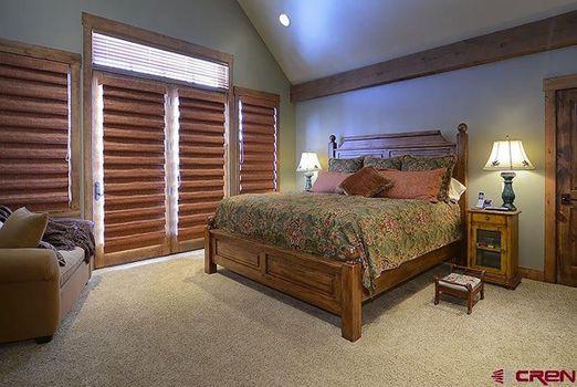 UPSTAIRS-BEDROOM-SUITE.jpg