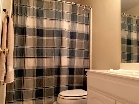 Upstairs-Bathroom.jpg
