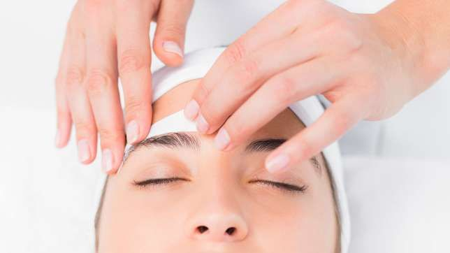 7b1e3_waxing-eyebrows-vs-threading.jpg