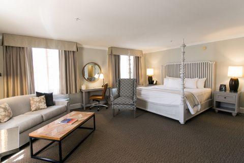 Premier Honeymoon Suite Deluxe - Hotels In Easton MD
