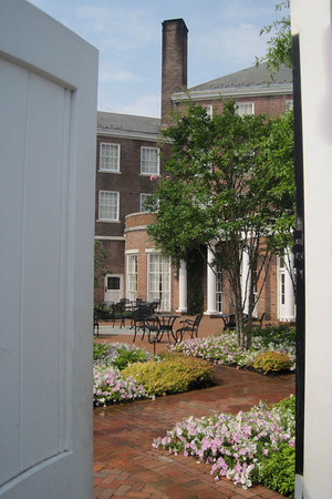 tidewater inn courtyard