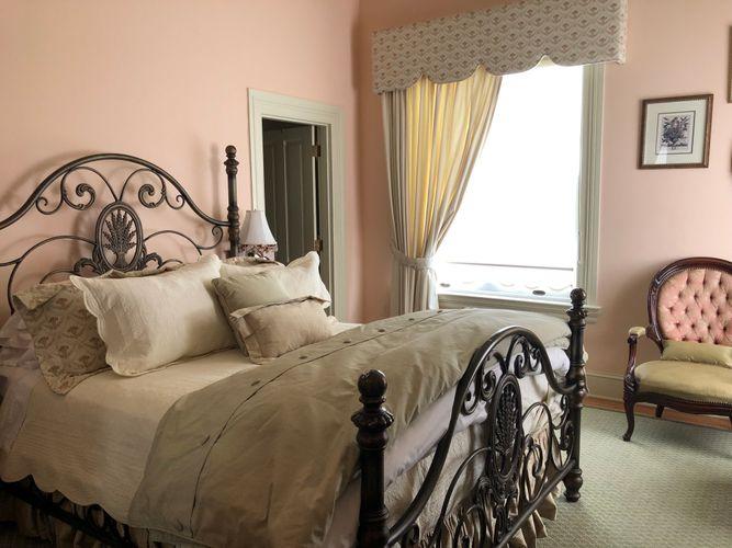 Victorian Suite - 202 Dover (3).JPG