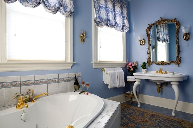 French Suite 202 Dover Bath