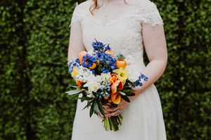 Greenery-Wall-Bridal-Bouquet-Portrait.jpg