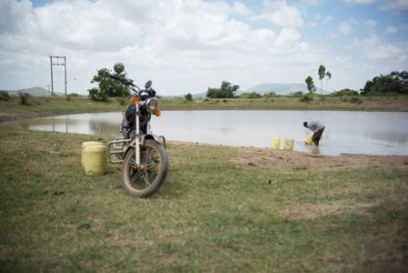 Bret_Kenya_2014_young man fills jerrycans in a lake .jpg