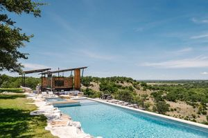 Ranch-House-and-Pool-Pavilion-in-Texas-13.jpg