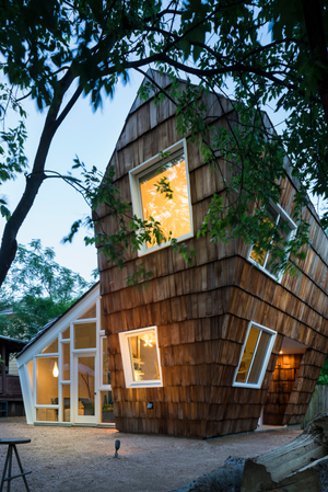 the-hive-studio-512-architecture-austin-texas-whit-preston_dezeen_2364_col_14.jpg
