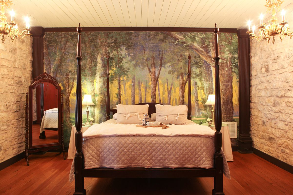 Basse Suite Bedroom.jpg