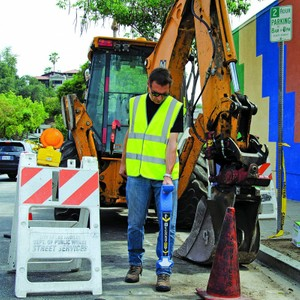 u-LOCATE pipe and cable locator street construction