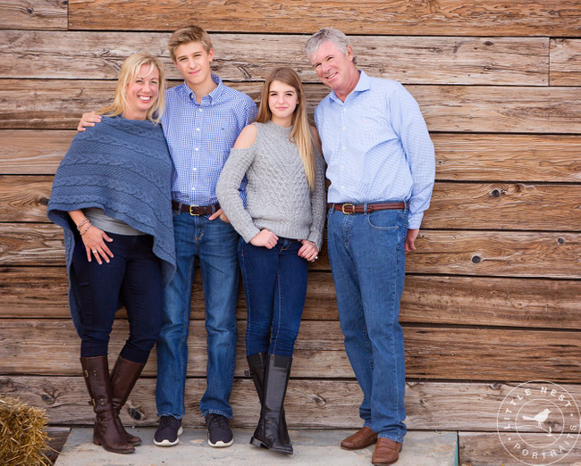 Family Holiday Portrait Clothing Ideas