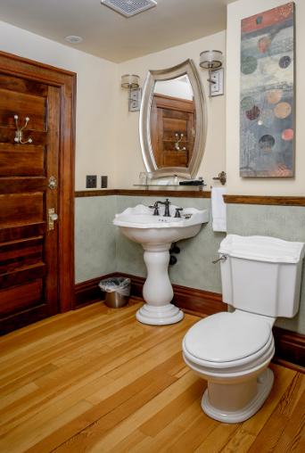 S Travellers Bathroom.png