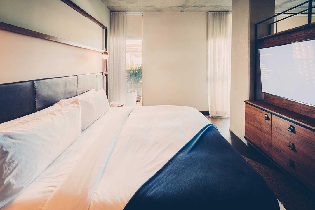 Poolside suite bed
