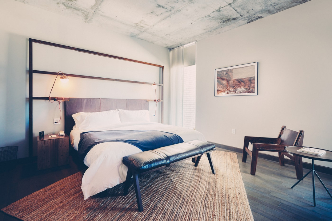 Poolside Premier Suite bed