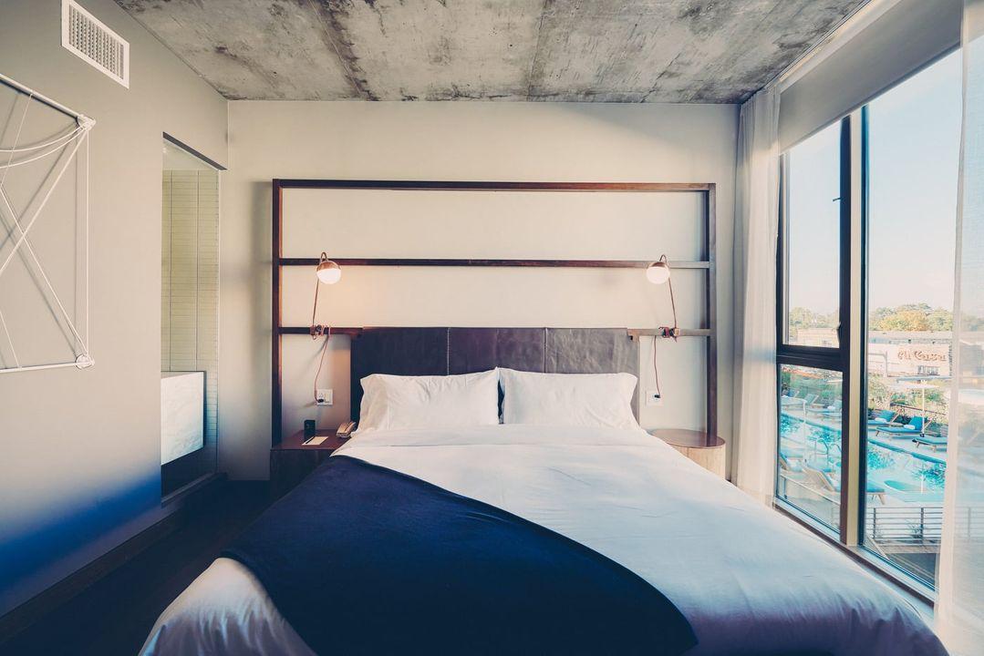 Monroe Suite bed